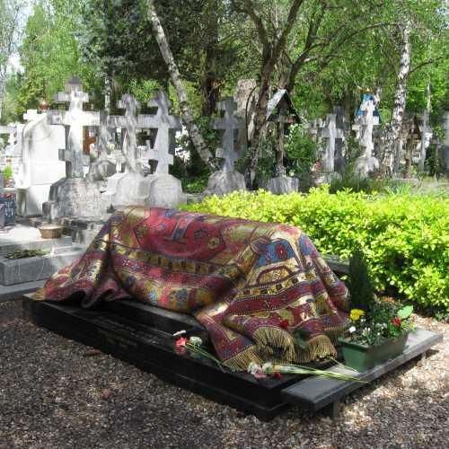 Русское кладбище Сен Женевьев де Буа, France
