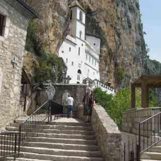 Острог. Скальный монастырь