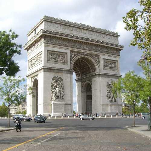 Триумфальная арка на Елисейских полях