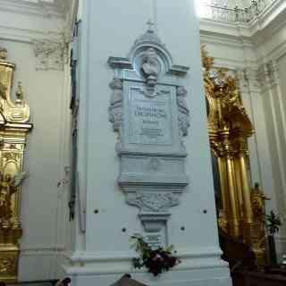 В колонне костёла Святого Креста в Варшаве захоронено сердце Фредерика Шопена
