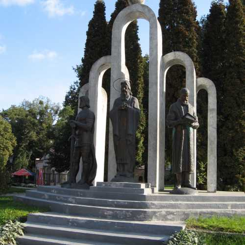 Памятник князьям Острожским