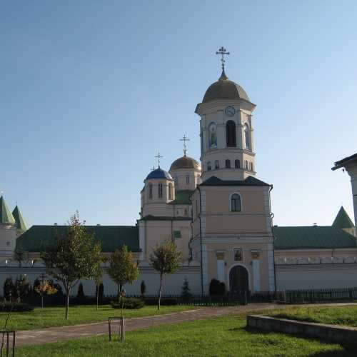 Свято-Троицкий мужской монастырь в с. Межирич, Украина