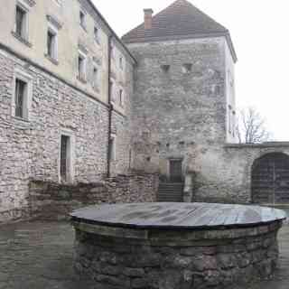 Древний колодезь в хозяйственном дворе Свиржского замка