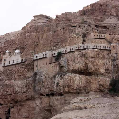 Монастырь искушения на горе Каранталь в Иерихоне
