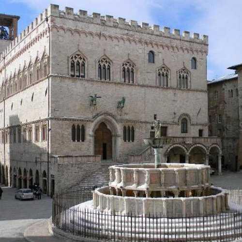 Площадь 4 ноября в Перудже и фонтан Маджоре, Italy