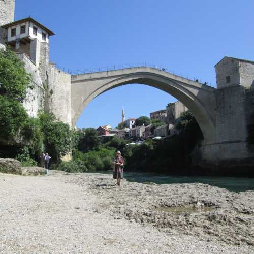 Пешеходный каменный мост в Мостаре, Босния/Герцеговина