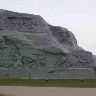 Брестская крепость. Обратная сторона памятника «Мкжество»- барильефы