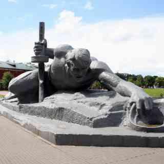 Брестская крепость. Памятник «Жажда».