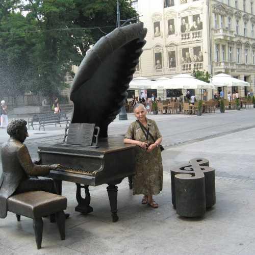 Памятник пианисту Артуру Рубинштейну в Лодзи, Польша
