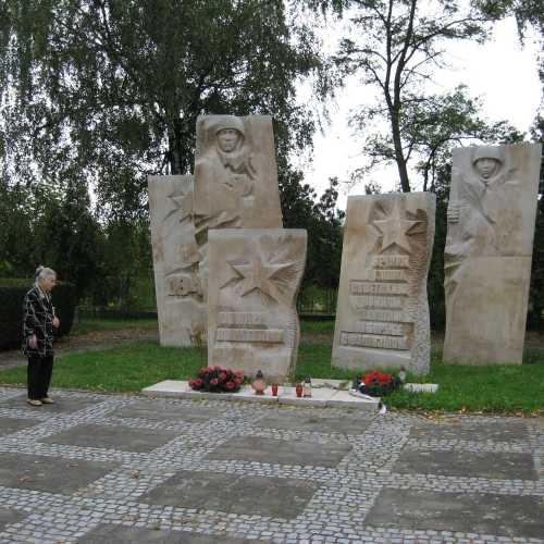 Мемориал советских воинов в городе Олава, Польша