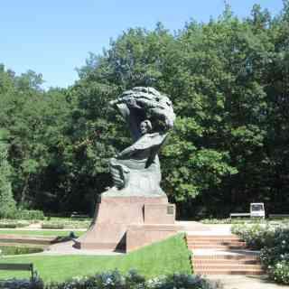 Памятник Фредерику Шопену