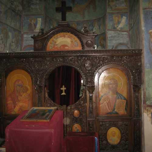 Храм Андрея Певозванного и иконовтас XIV века, Македония