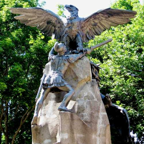 Смоленск, деталь памятника Героям 1812 года