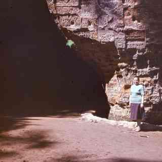 У пещеры Гутманя в Сигулде