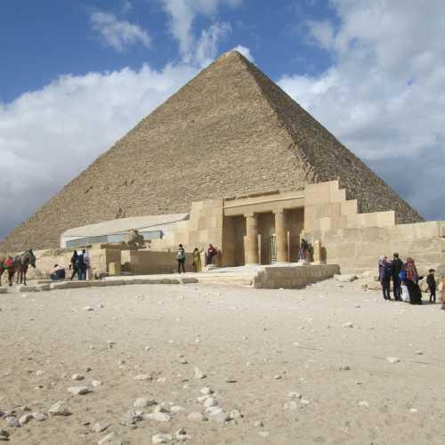 Гиза, вход в пирамиду Хеопса.