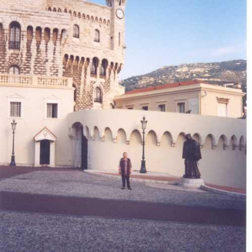 Монако. Во дворе княжеского замка