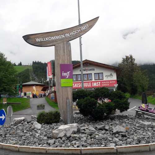 Здесь находится самая длинная в мире альпийская горка: 3.5-км трасса, начинающаяся на высоте 1500 м над уровнем моря, прогулка занимает около 9 минут.