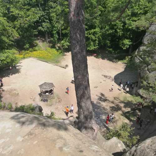 Скелі Довбуша, Украина
