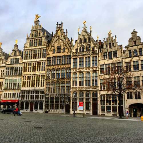 Вот так выглядит подавляющее большинство главных площадей городов Бельгии.
