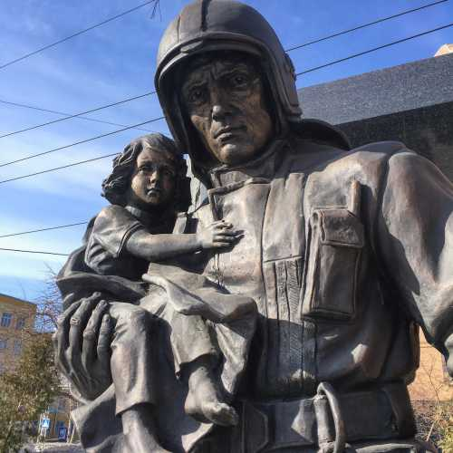 Памятник Новосибирским космодесантникам. Ну почти.