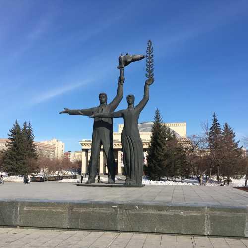 Классический вид Новосибирска. Увы город «терпит» от нерадивой застройки. Хорошо, что есть исключения, типа Европейского Берега.
