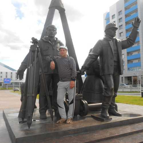 Памятник коренному населению и строителям