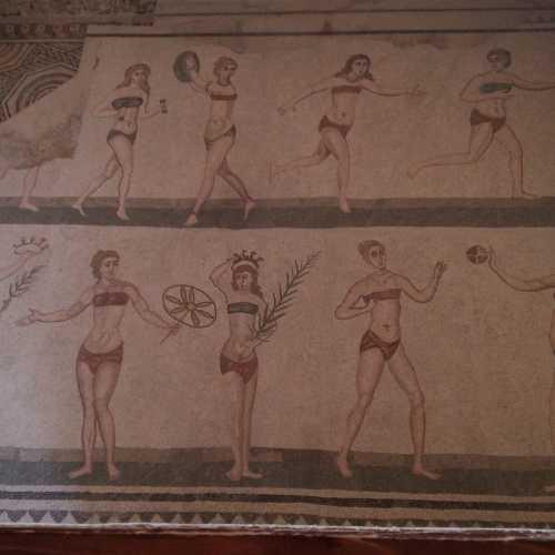 знаменитые девушки в бикини<br/> Вилла Романо Дель Казале