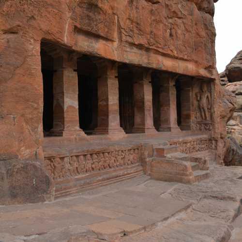 Пещерные храмы Бадами, Индия