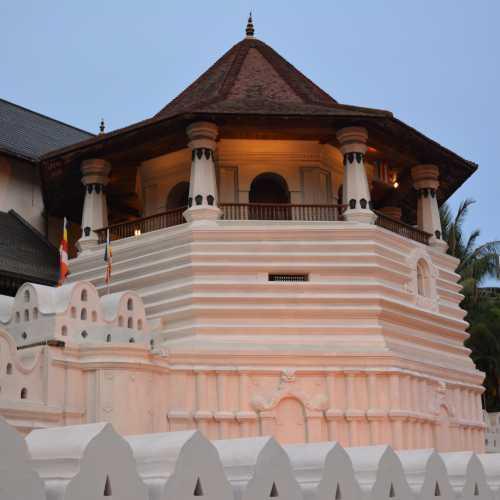 Храм Зуба Будды, Шри-Ланка