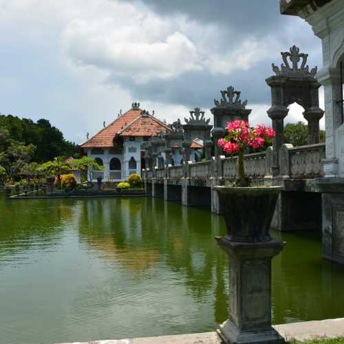 Водный дворец Таман Уджунг (Taman Soekasada Ujung Water Palace), Индонезия