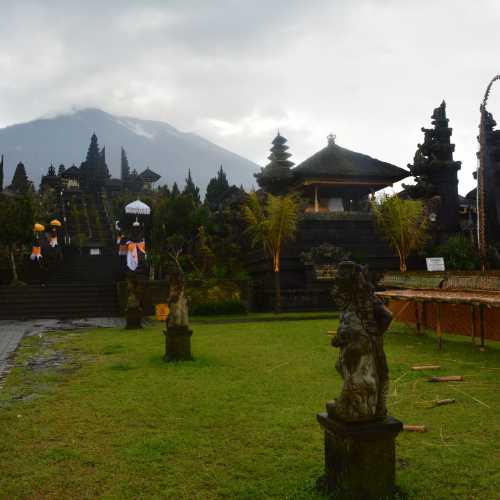 Храмовый комплекс Пура Бесаких (Pura Penataran Agung Besakih), Indonesia