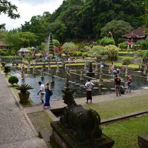 Водный дворец Тирта Гангга (Taman Tirta Gangga), Индонезия