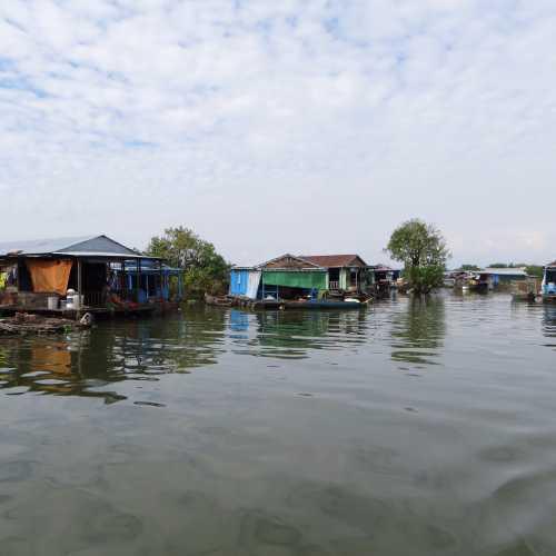 Плавучая деревня на озере Тонлесап