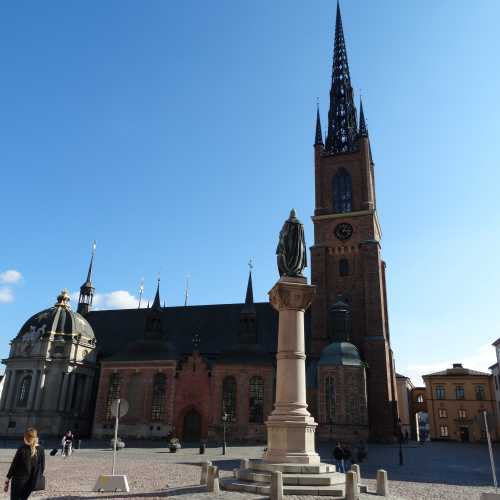 Церковь Риддархольмена и Памятник Биргеру Ярлу основателю Стокгольма)