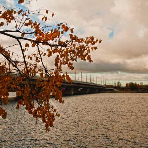 Salu tilts, upe Daugava, Rīga