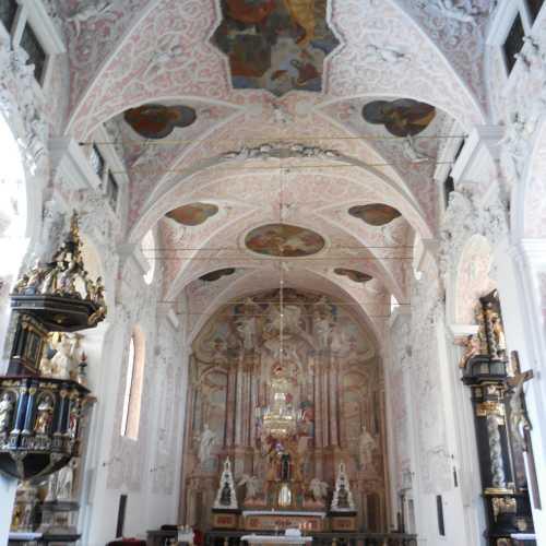 Внутреннее убранство церкви Святой Екатерины в Верхнем Городе.