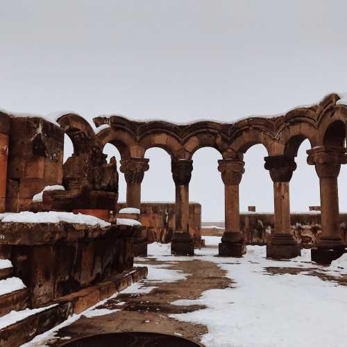 Звартноц — храм, разрушенный землятресением.