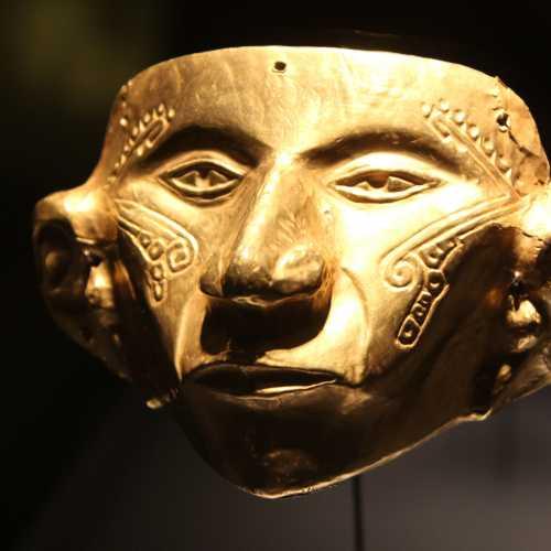 Главный экспонат музея золота — маска вождя