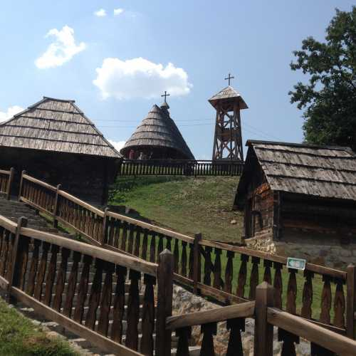 Деревня Э.Кустурицы