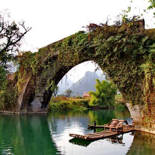 Мост через реку Юлун, China