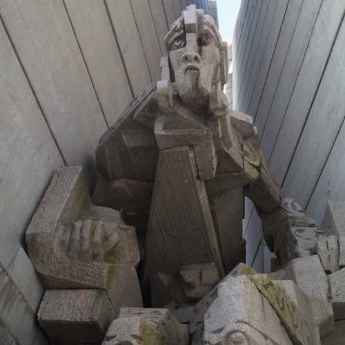"""Паметник """"Създатели на българската държава"""" Шумен"""