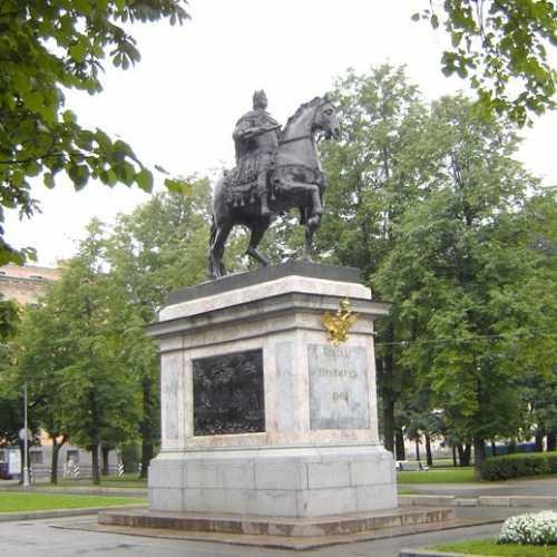 Памятник Петру I, Россия