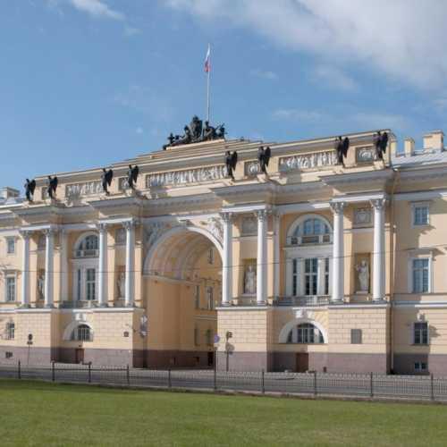 Здание Сената и Синода, Россия