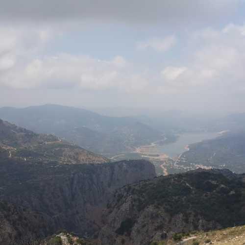 Вид около Музея «Homo sapiens» на плато Лассити