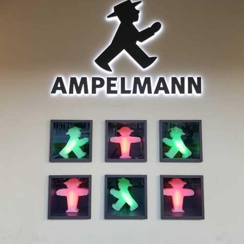 Светофорный человечек ампельман (дословно: «человек из светофора»).<br/>