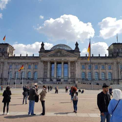 Рейхстаг (Reichstagsgebäude — «здание государственного собрания»)