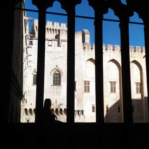 Окно Папы в замке 9 пап