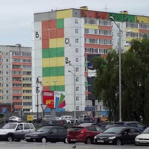 Жилой дом недалеко от памятника Д.И.Менделееву