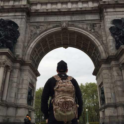 Мемориал Морякам и солдатам в бруклине