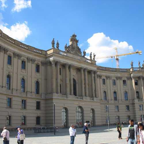 Берлинская государственная библиотека на Бебельплац